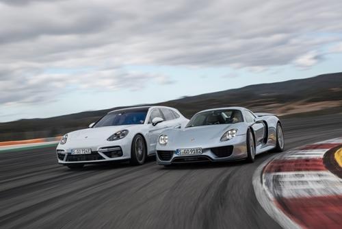 ครบรอบ 10 ปี ปอร์เช่ พานาเมร่า (Porsche Panamera) : ยนตรกรรมสปอร์ตซาลูนสุดหรู ผู้บุกเบิกขุมพลังไฮบริด