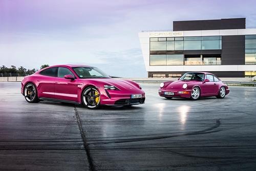 ปอร์เช่ ไทคานน์ (Porsche Taycan) เพิ่มเฉดสีตัวถังใหม่ พร้อมปรับโฉมนวัตกรรมในการติดต่อสื่อสารเพื่อเพิ่มทางเลือกและยกระดับประสบการณ์ในการใช้งานแด่ลูกค้า