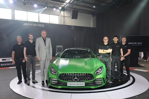 เบนซ์ เสริมแกร่งแบรนด์ Mercedes-AMG เปิดตัว 2 รุ่นใหม่ Mercedes-AMG GT R และ Mercedes-AMG GT C ตอบสนองทุกความเร้าใจ