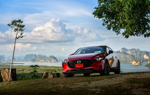 ลองขับ All new Mazda3 ปรับลุค แต่ยังขับได้สนุกและคมกริบ!!