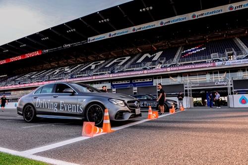 """เมอร์เซเดส-เบนซ์ จัดกิจกรรมอบรม """"Mercedes-Benz Driving Events 2019"""" ขนทัพรถหรูกว่า 20 รุ่น โชว์สมรรถนะ ณ สนามช้าง อินเตอร์เนชั่นแนล เซอร์กิต"""