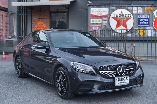 10 เหตุผล ที่ทำให้ Mercedes-Benz C 300 e AMG Sport น่าสนใจ ในแบบที่ไม่มีอะไรมากั้น…